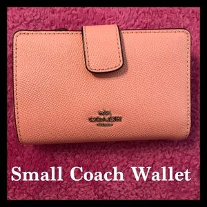 👛Beautiful Small Pink Coach Wallet!!!👛